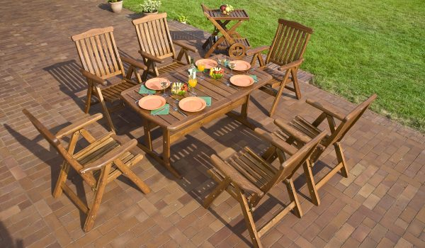 How You Can Brighten Up Your Outdoor Space With Teak Outdoor Furniture That Still Looks Classical