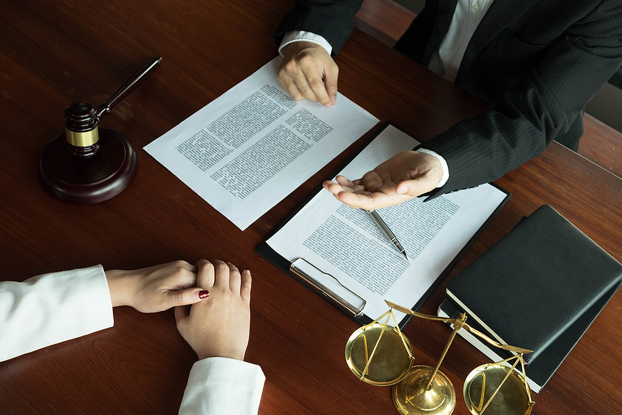 Woman consulting a Melbourne criminal lawyer